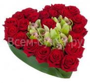 Композиция Сердце из роз и орхидей